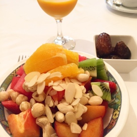 Almost every good hotel offers fruit plates on the room service menu, but you can also see on the picture left, how easy it is prepare a healthy breakfast in your hotel room.