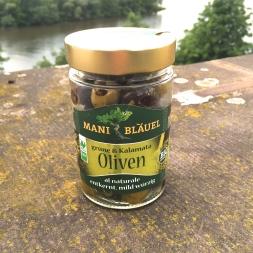 Bläuel Bio Grüne & Kalamata Oliven In Öl marinierte, vakuumverpackte, rohe Oliven, die nicht so wie man es kennt in Öl oder Wasser schwimmen.