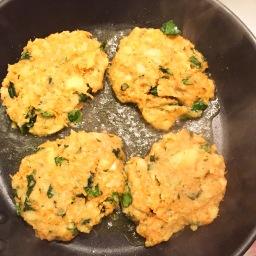 Kartoffel-Karotten-Spinat Puffer