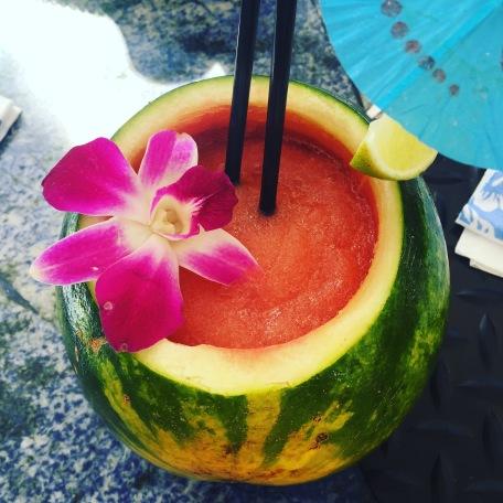 Auf Wunsch wird auch ein alkoholfreier Wassermelonensaft serviert.