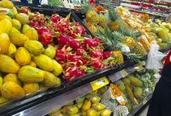 Die Früchte gab es auch schon in geschälter und geschnittener Form abgepackt zum Mitnehmen.