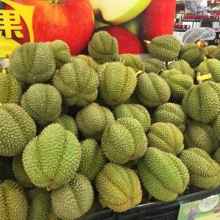 Die Durian hätte ich zu gerne mit nach Hause genommen, leider stinkt sie wirklich sehr, was einen Transport im Flugzeug so gut wie unmöglich macht.