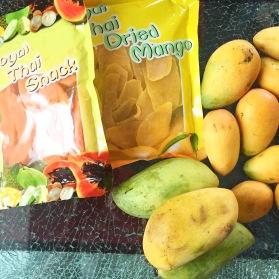 Als Mitbringsel für zu Hause gab es Thai Mangos in frischer und getrockneter Form, sowie getrocknete Papaya.