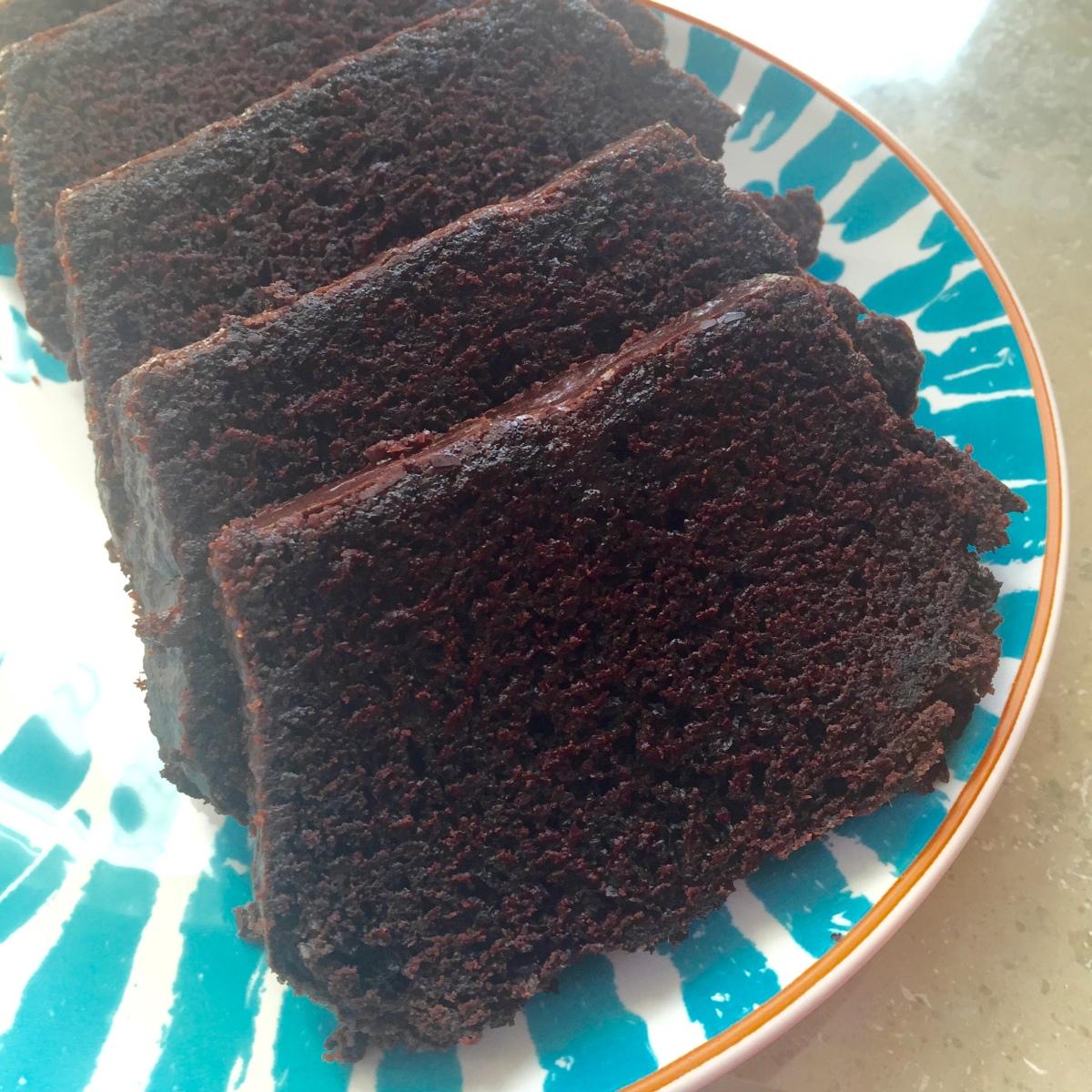 Veganer Schokoladenkuchen mit Schokoladenguss