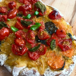 Vegan Chickpea-Tomato-Pizza